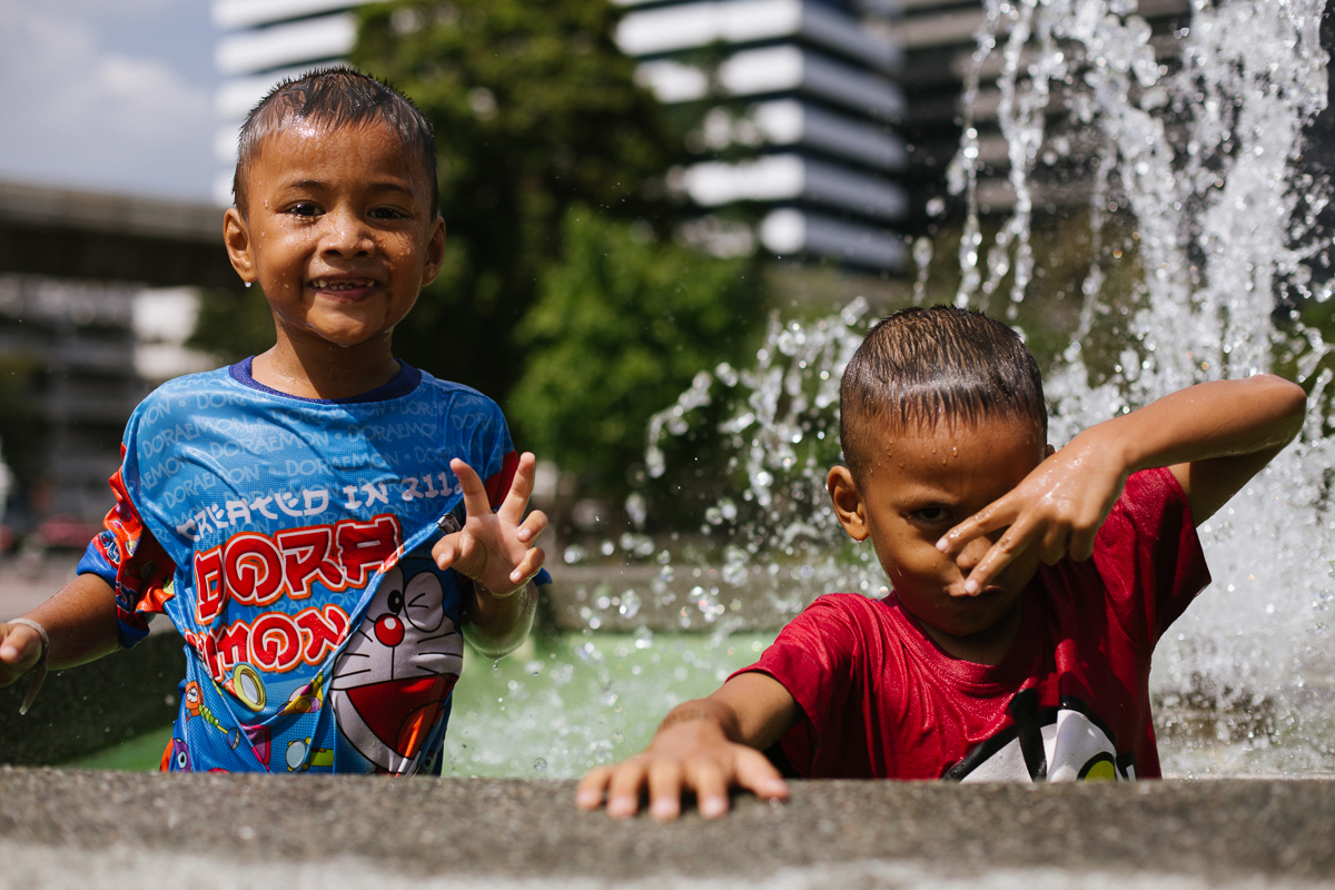 Kids play in fountain in Lumpini Park