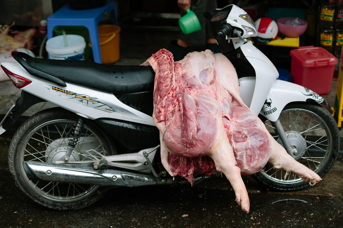 Pig carcass dripping