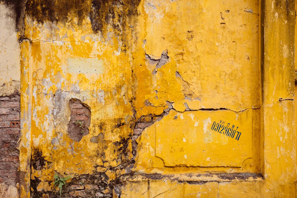 Wall outside H?a Lò Prison