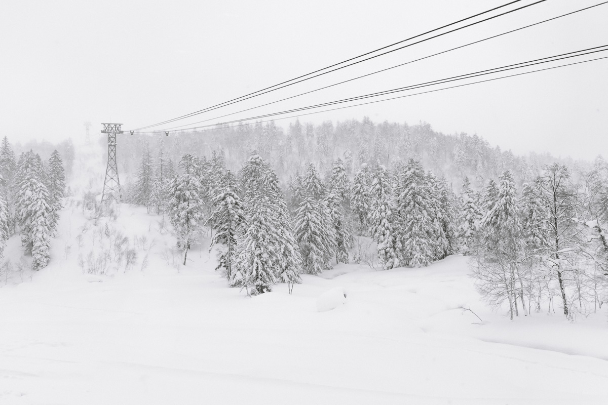 The ropeway at Mount Asahidake disapearing into the cloud cover