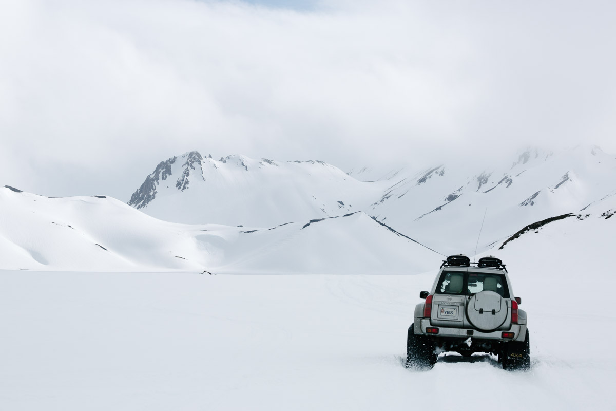 Super jeep driving accross Landmannalaugar